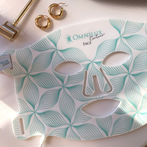 Omnilux ContourTM face lifestyle